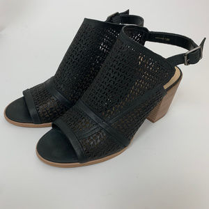 Vince Camuto Black Leather Sandals Size 10